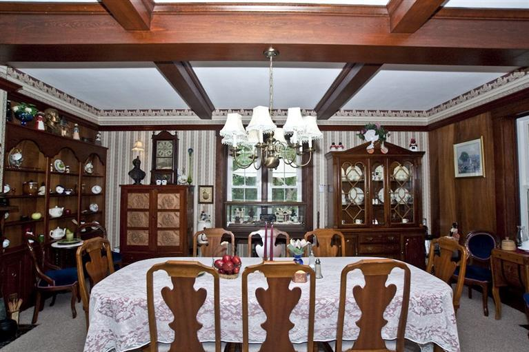 Formal dining room at the Jonathan Wright House. Photo courtesy of Lindy S. Taylor, Huff Realty.